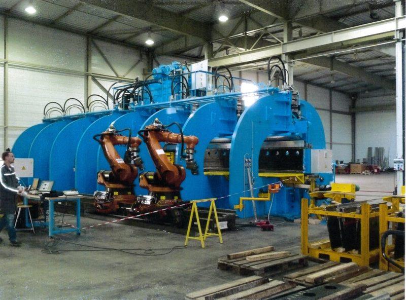 automatisation de processus de pliage avec machine spéciale