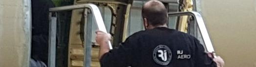 opérateur de contrat de maintenance aéro en action
