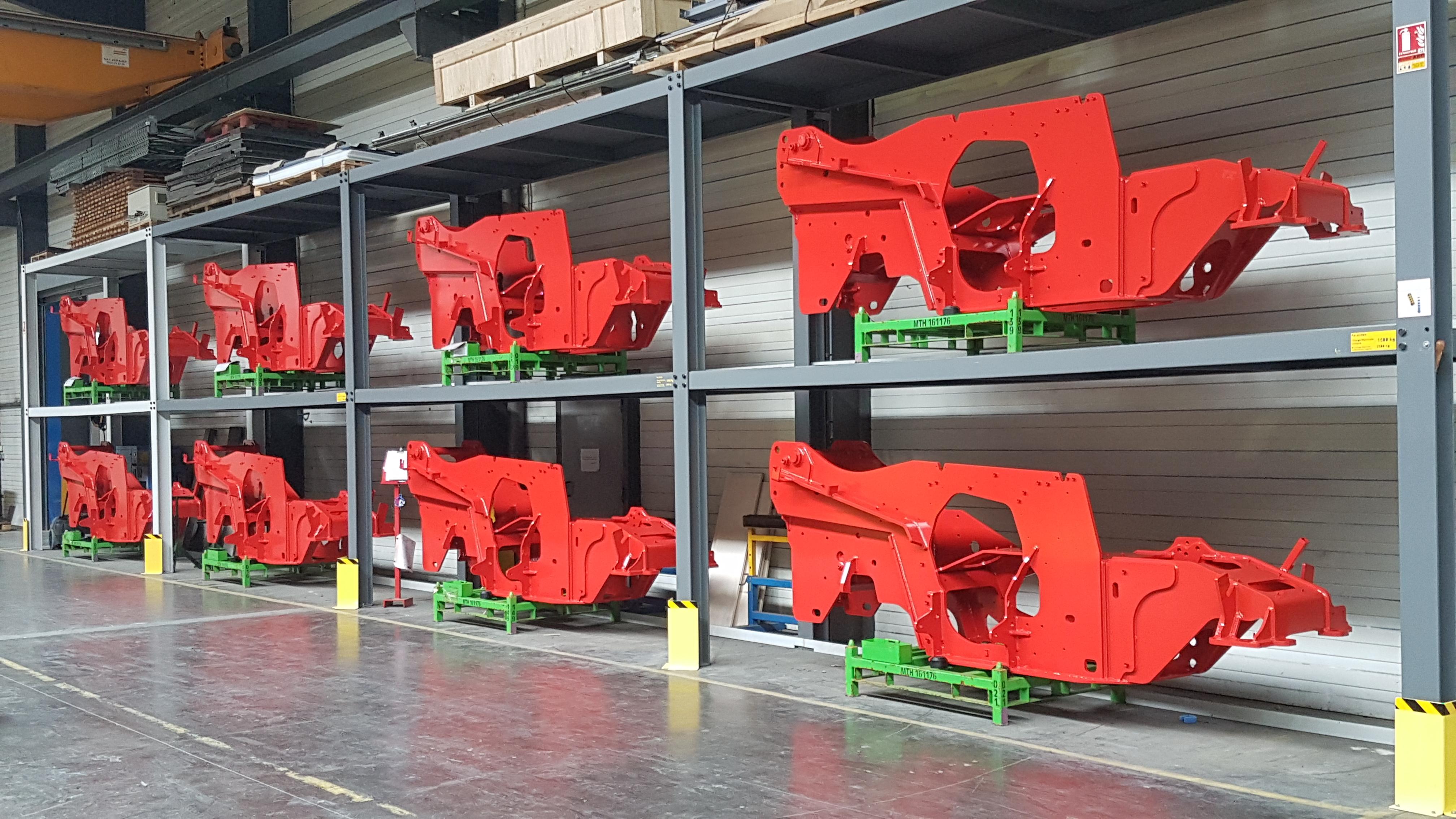 image pièces mécano soudées rouge dans les ateliers