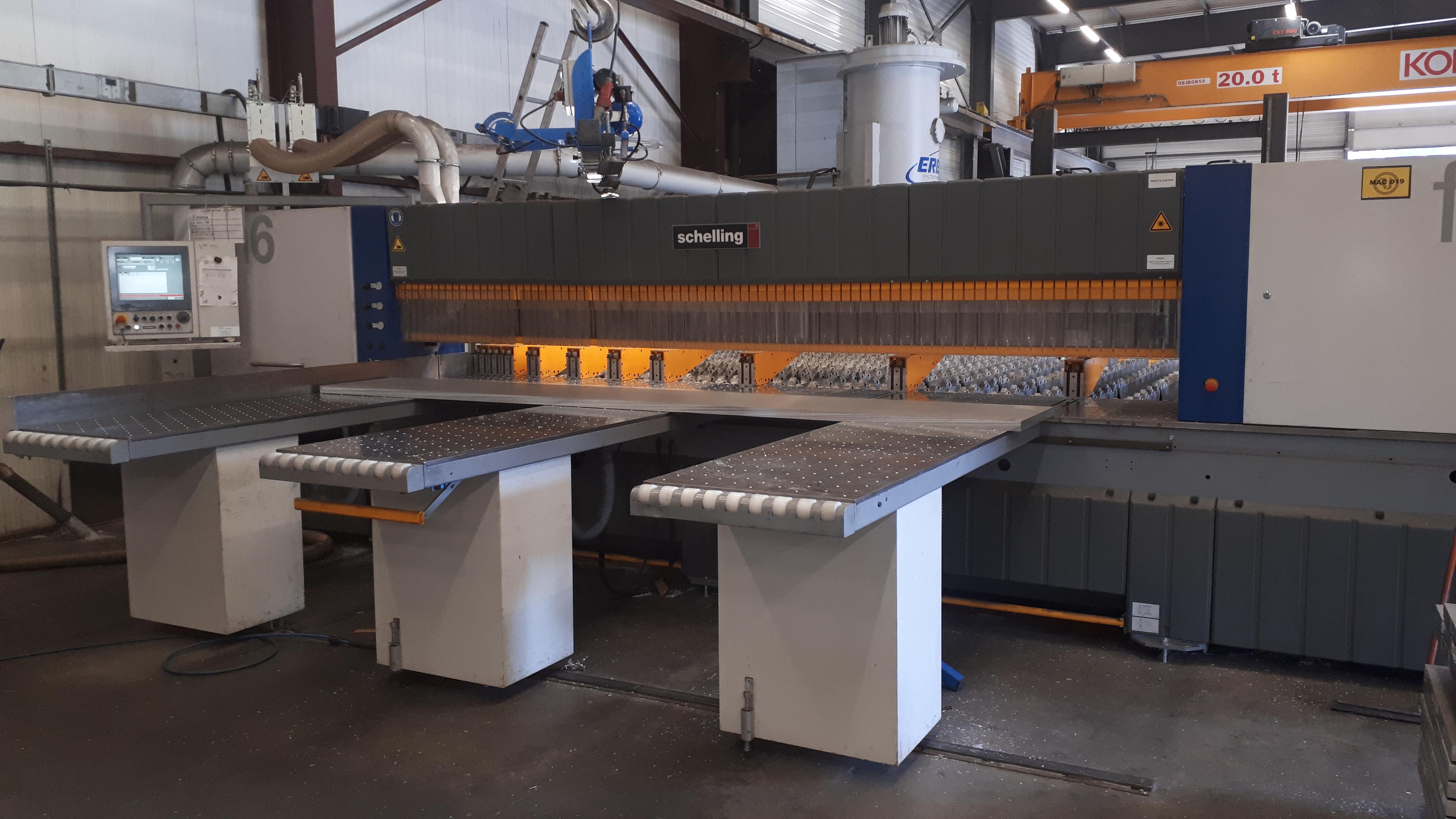 Vue de machine de découpe aluminum