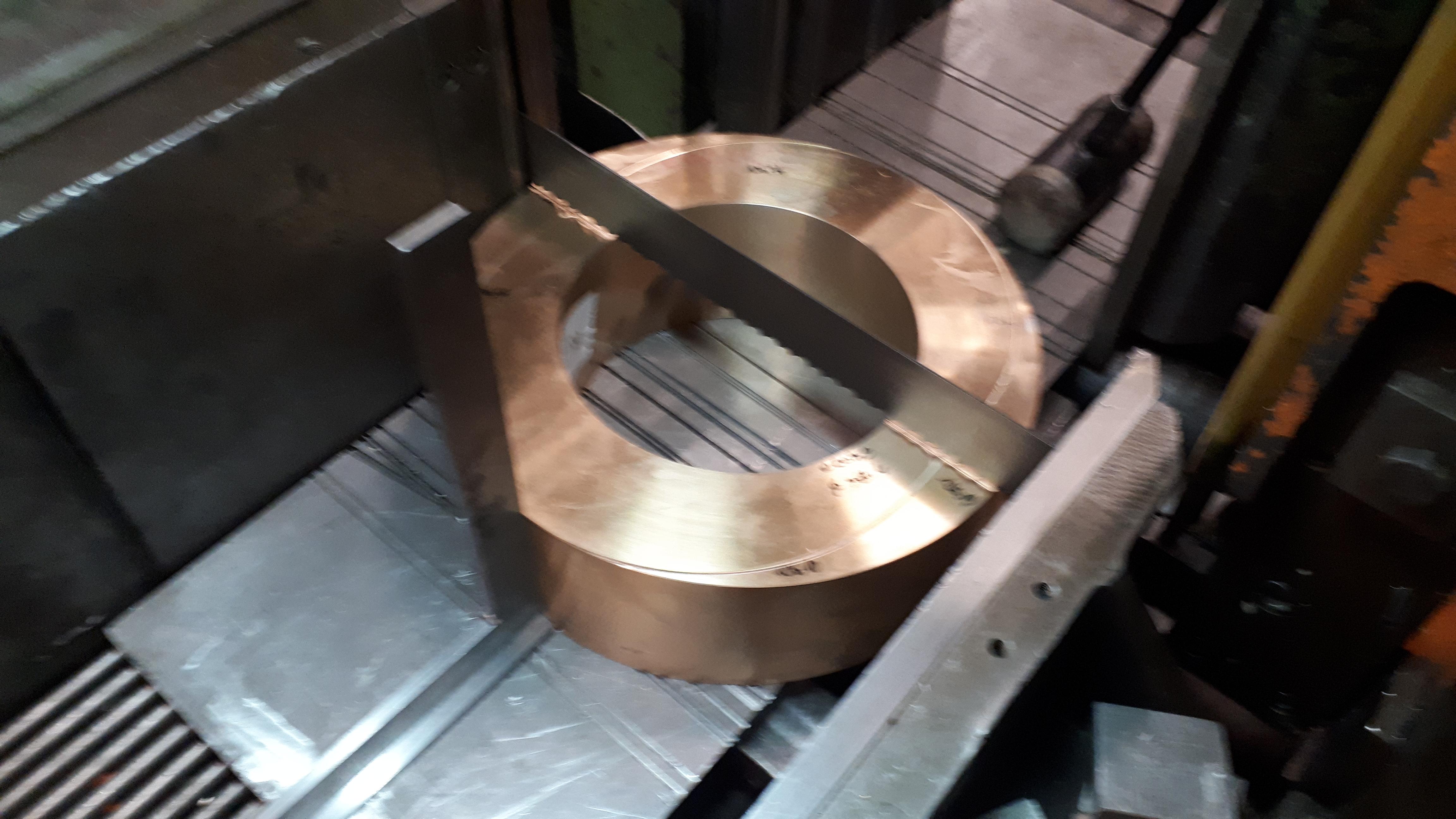 Process de découpe de pièce métallique en bronze
