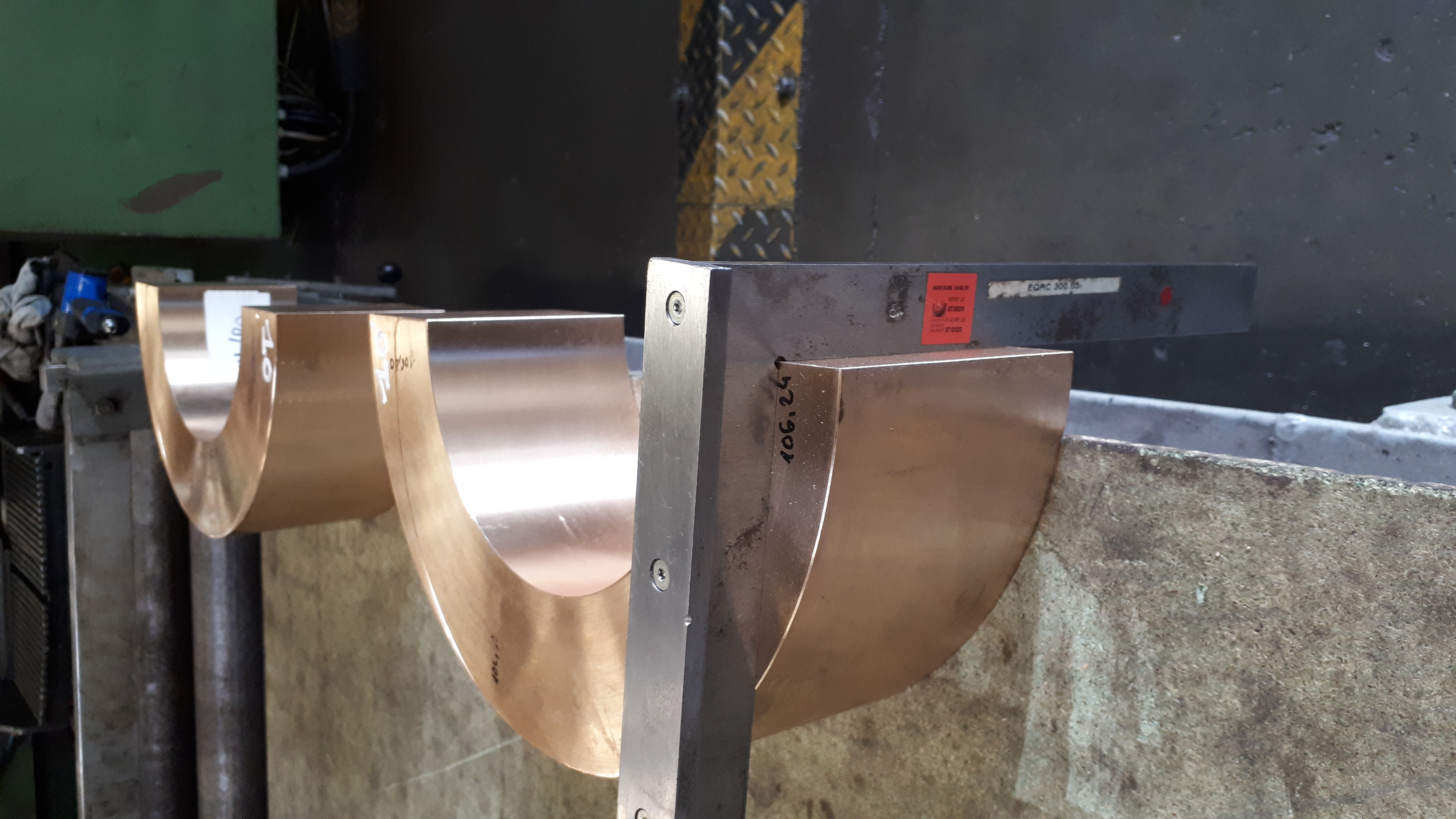Découpe de pièce métallique en bronze